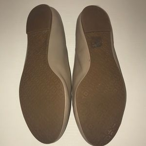 a8bbad6a9ffe Tory Burch Shoes - Tory Burch Lowell flat Natural 8.5